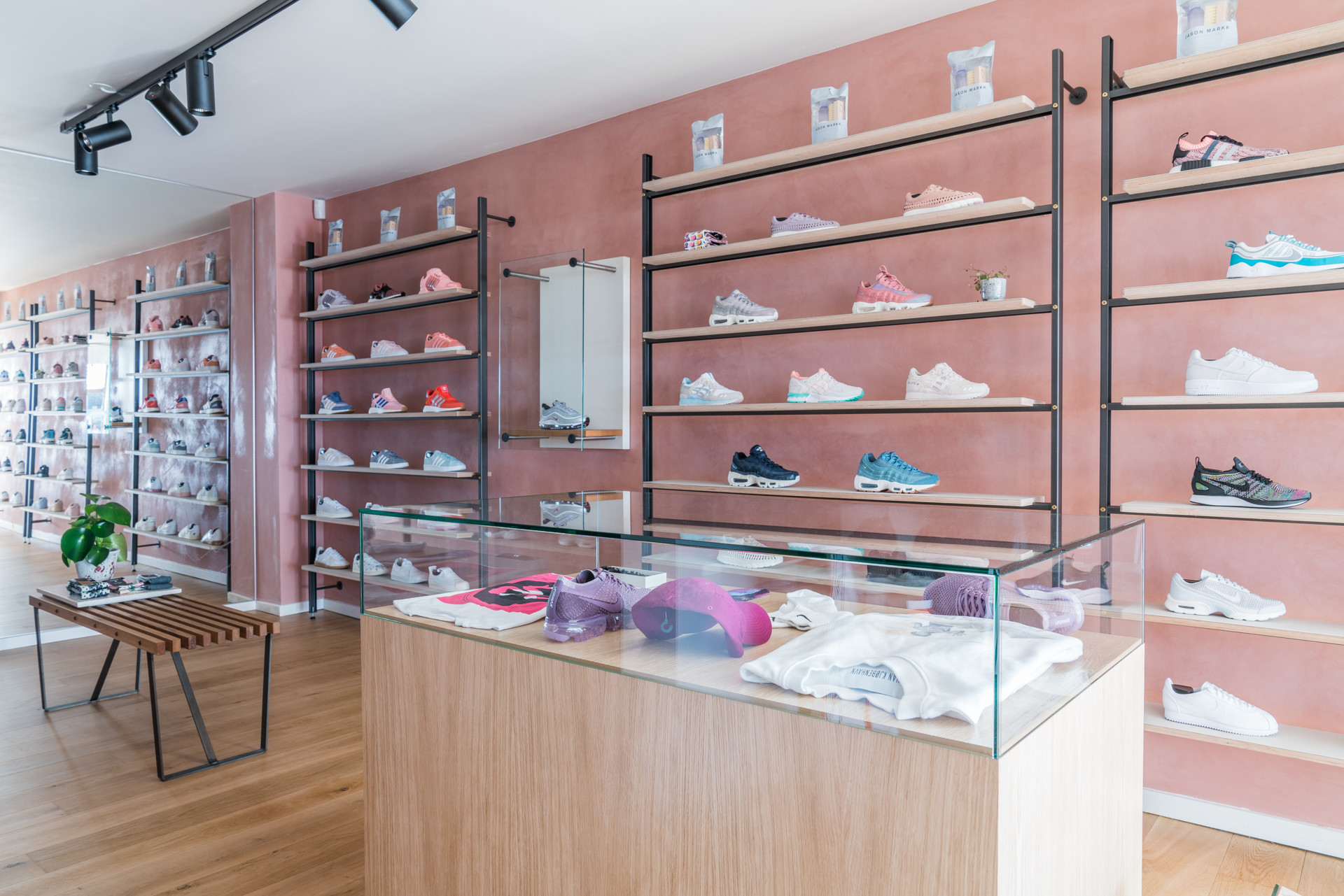 B&O Byggeindustri A/S Rezet Sneaker Store, Odense